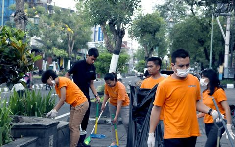 Cleaning Mangkubumi by Harper