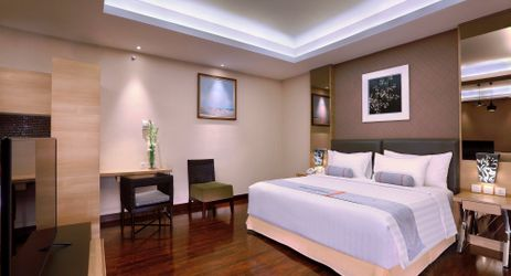 Harper Suites come with an adjoining living area and dining area for your best comfort and in-house entertainment while staying in Yogyakarta.