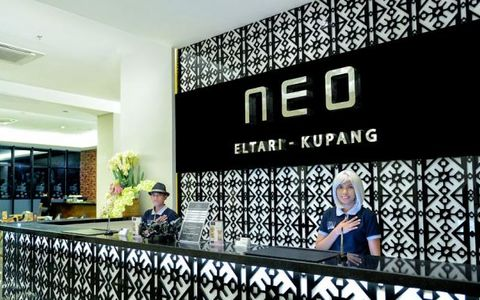 A Wig and Fedora Hat are the characteristic of NEO Eltari Hotel