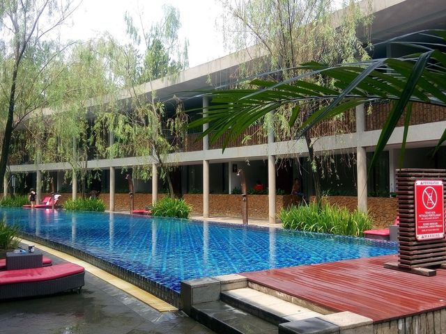 Hotel neo green savana facilities and services for Swimming pool service software